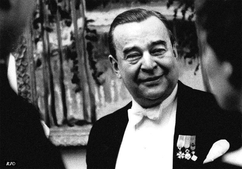 Man with pins on lapel, Metropolitan Museum, 1958