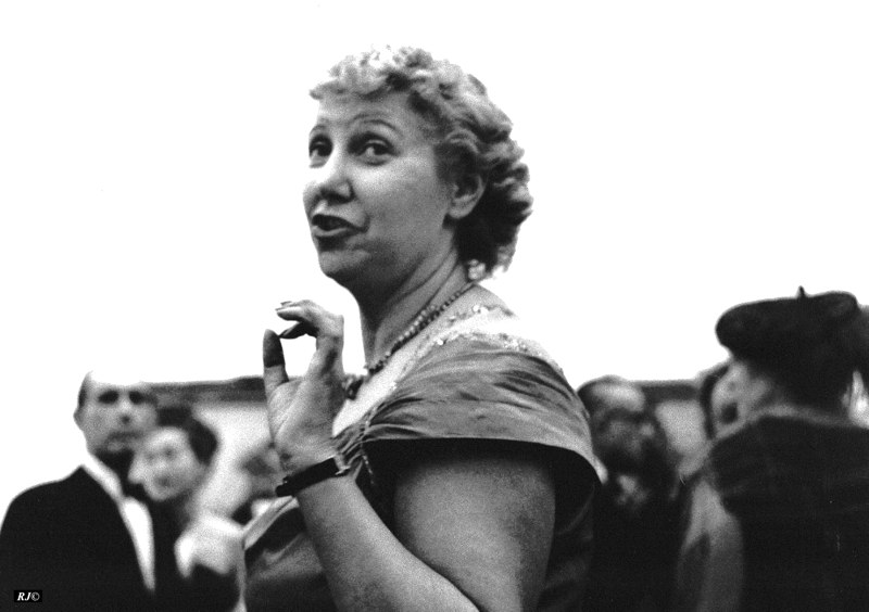 Lady/fingertip to thumb, Metropolitan Museum, 1958