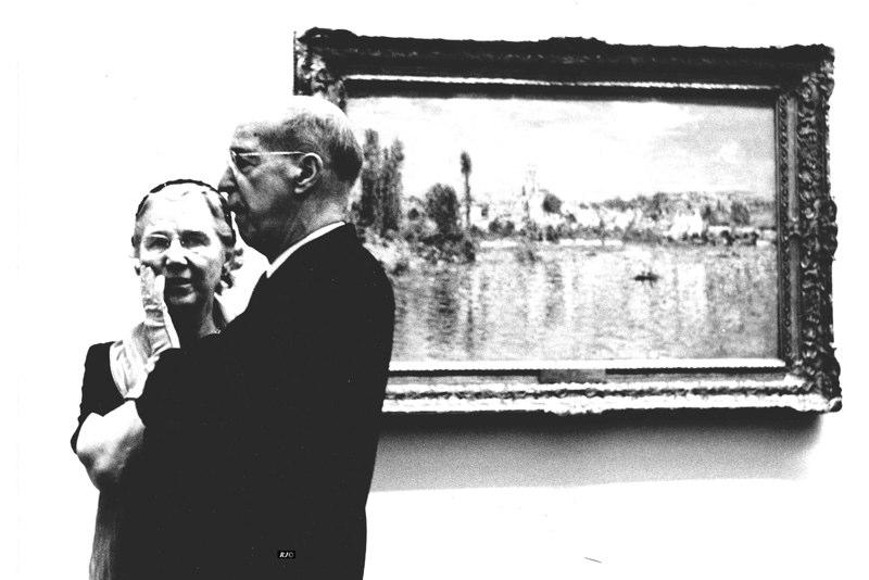 Couple before seascape, Metropolitan Museum, 1958