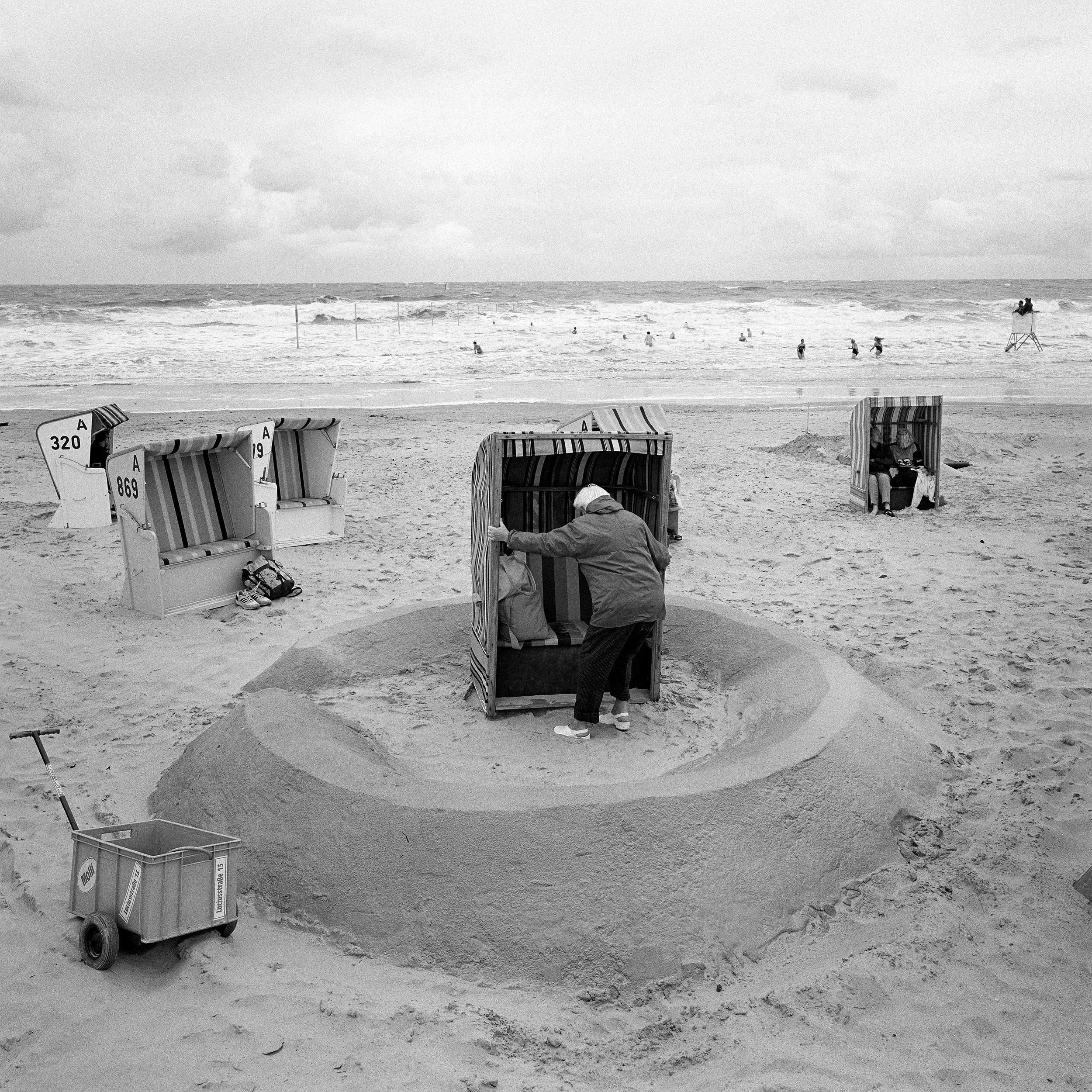 Mark Power. German Bight Sunday 27 August 1995 Northwesterly veering northerly, 5 to 7, decreasing 4 for a time in east. Squally showers. Good.© Mark Power/Magnum Photos
