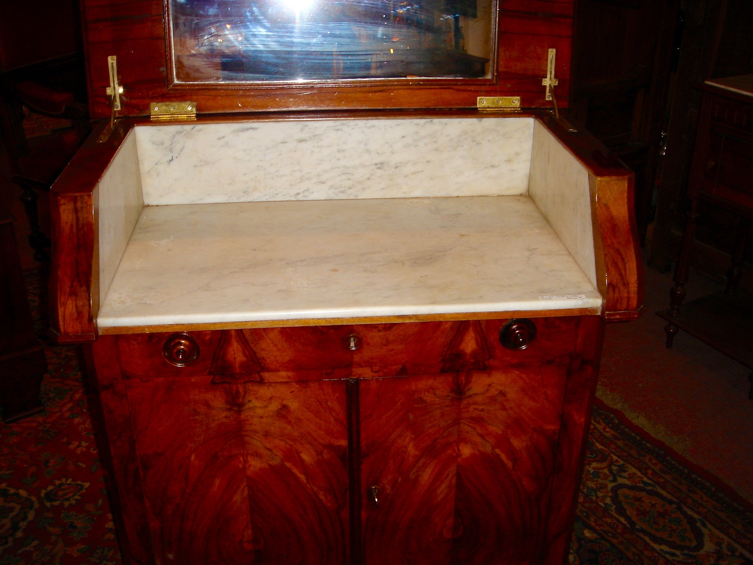 MARBLE LINED -  ON WHEELS -