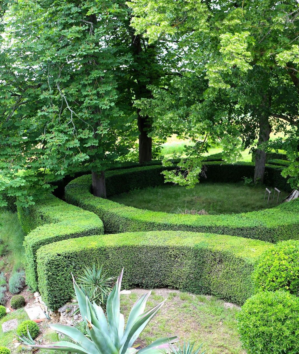 Fiona Lewis - Fiona's French Chateau - Chateau in France - garden