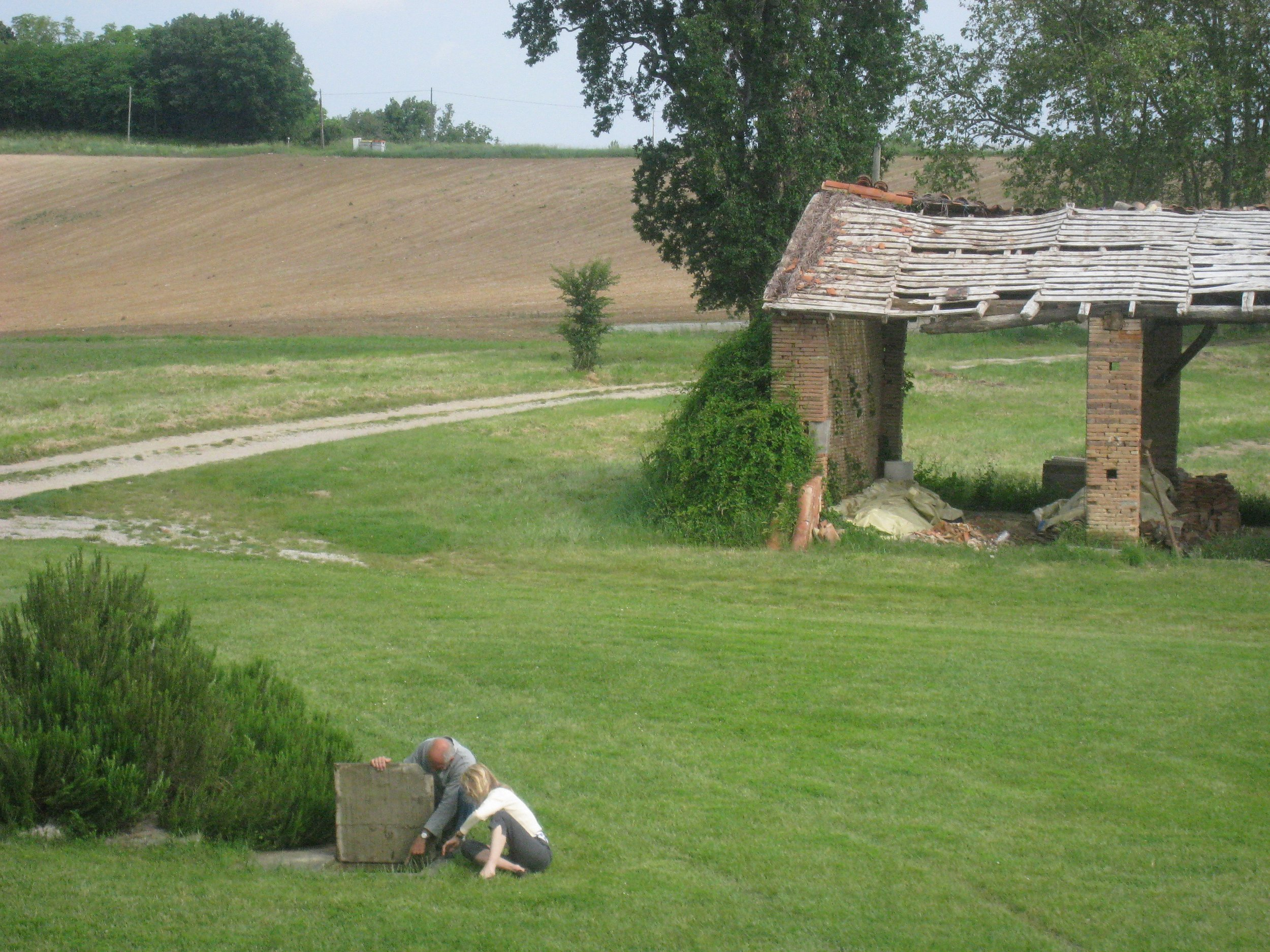 LOOKING FOR A PLACE TO PUT THE 'FOSSE' - THE OLD WELL & DESTROYED BARNS BEHIND
