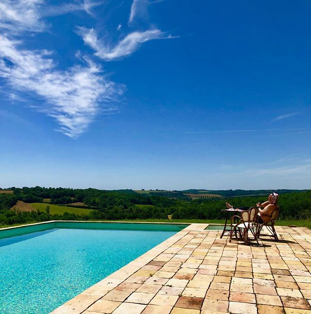SATURDAY MORNING  #southwestfrance #husband #chateauview #nomorerain #bluesky #piscine #escapetofrance #peaceandquiet #oldbricks #mistakesweremade