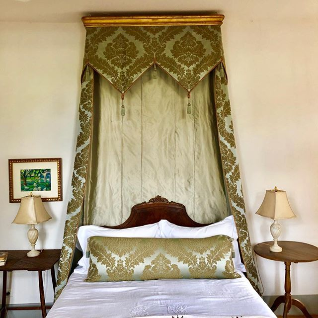 CHATEAU DE LA VINOUSE guest room. Finally got the bed curtains up. Sometimes it takes a few years to finish everything. Ten, in this case.  #tester #silkdamask #guestbedroom #frenchdecor #cieldelit #handsewn #antiquesheets #frenchchateau #frenchinterior #mistakesweremade #booksaboutfrance #lovestory #fionalewis