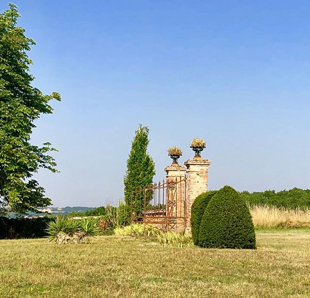 OLD CHATEAU GATES #rustedgates #summerinfrance #chateaulife #frenchcountryside #blueskies #parchedgrass #jardinfrancais