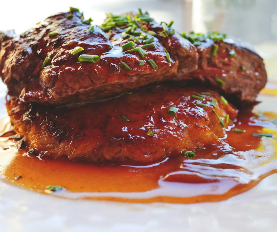 """Näyttää kuinka hyvältä vaan ja lukee paketissa kuinka """"grass fed"""" vaan niin syöt aina rasvaa joka edesauttaa sinua kohti insuliiniresistenssiä. Muista, että runsasproteiininen ruokavalio on aina runsasrasvainen. Ei ole olemassa rasvatonta lihaa."""