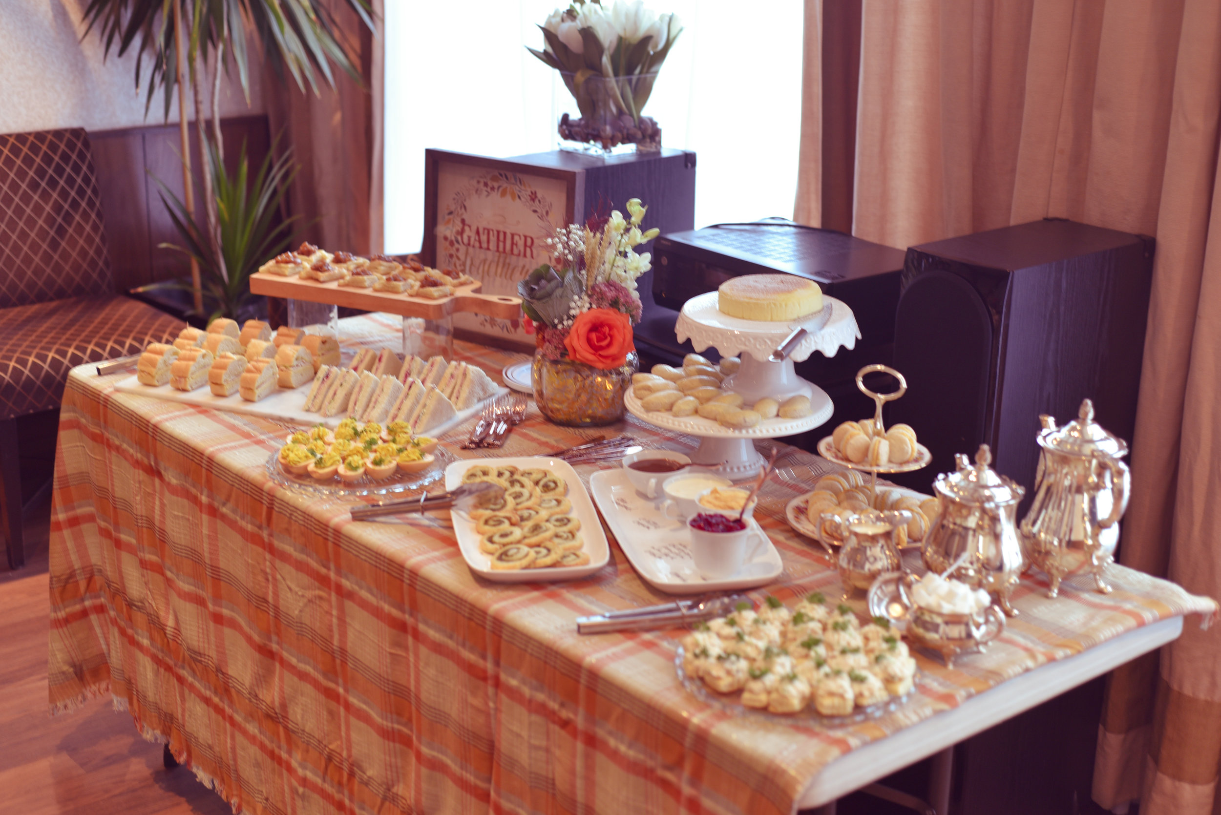 thanksgiving-autumn-tea-catering-table-lily-muffins.jpg