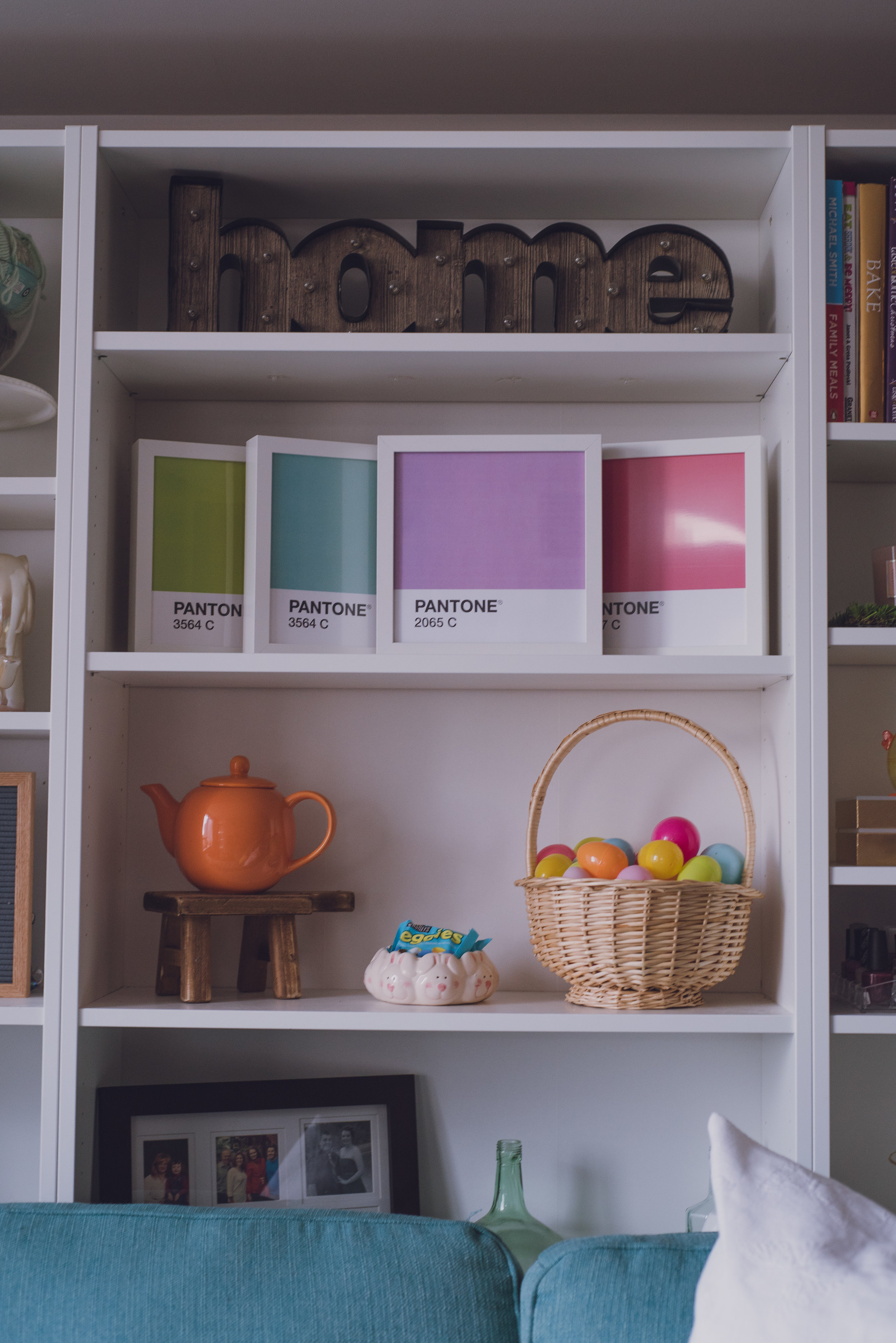 Pantone-chip-printables-in-bookshelf-lily-muffins.jpg