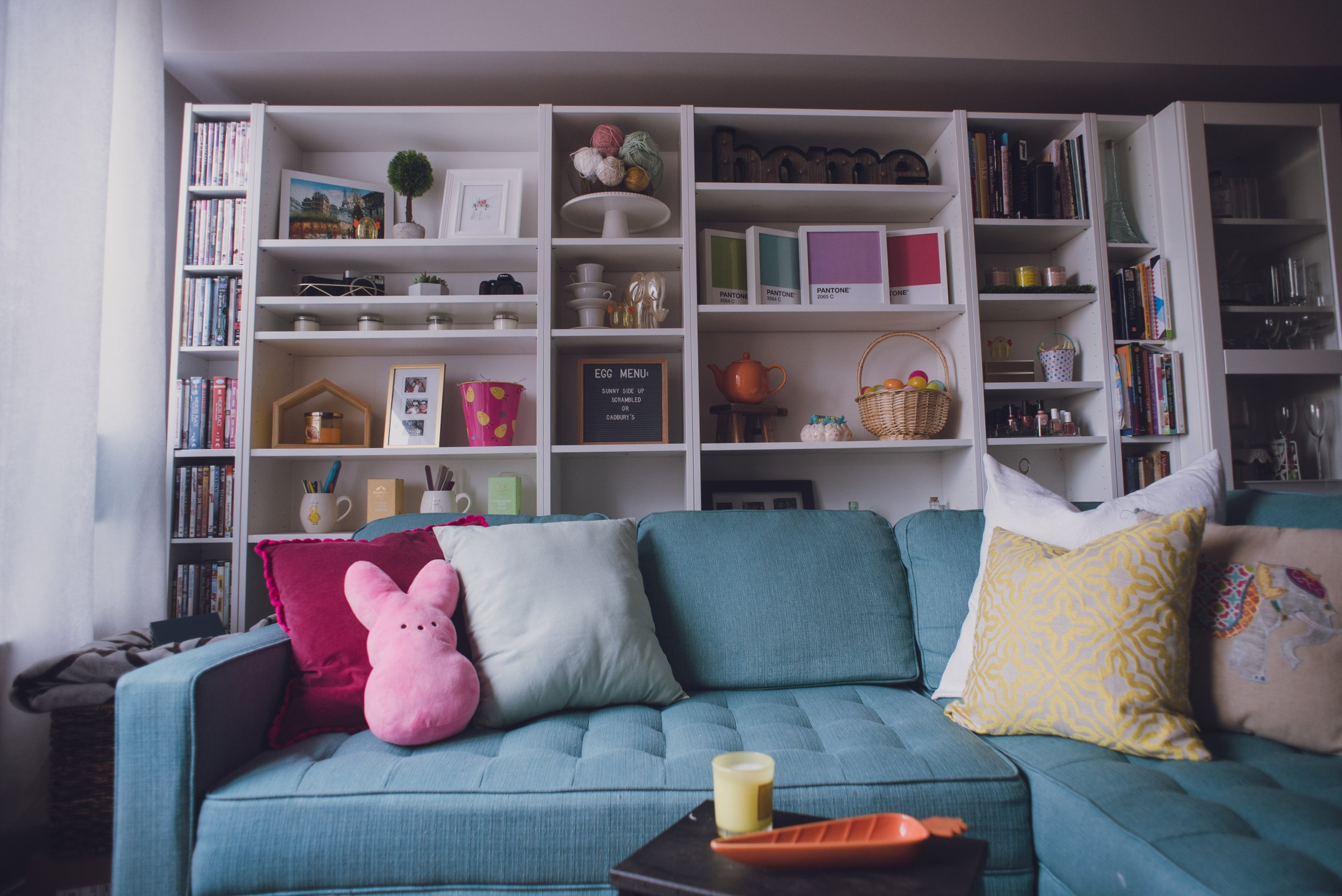 Easter-Living-Room-Lily-Muffins-blog-blue_couch