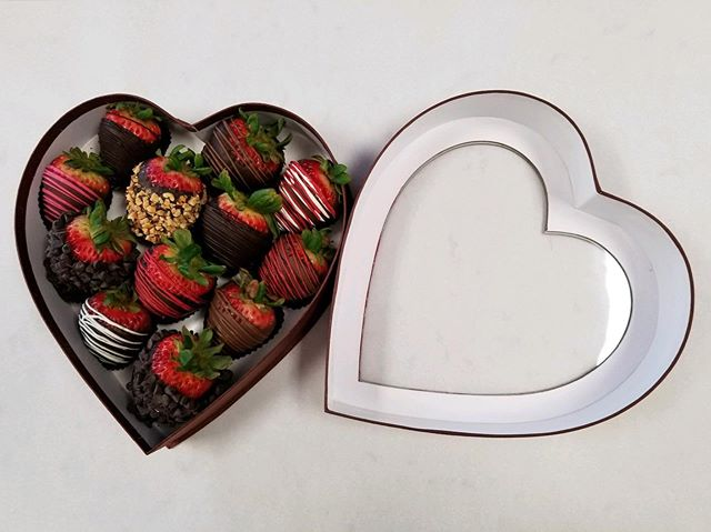 Coco boxes are going fast! Call the Salinas shop to place your order. $42 for a dozen dipped strawberries! 🍓🍓🍓