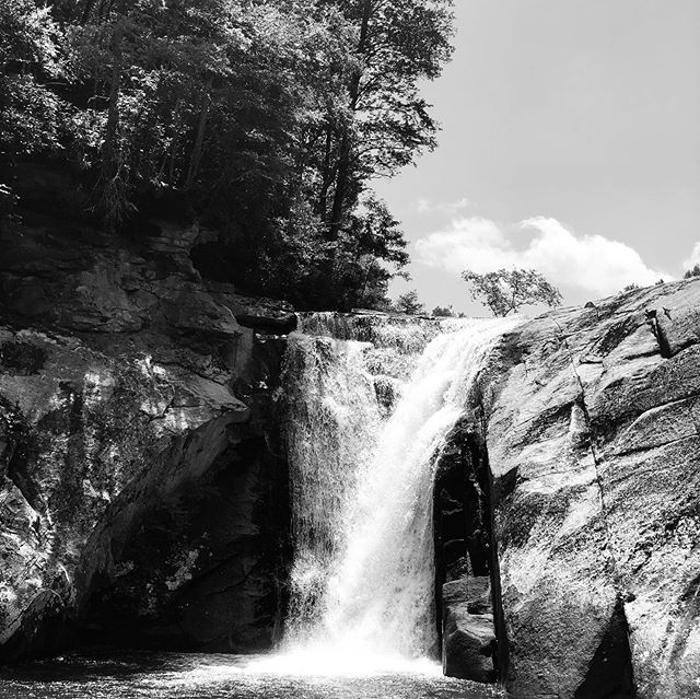 Another amazing hike in the Blue Ridge Mountains of North Carolina. #bannerelk #bannerelknc #elkriverfalls #elkriver #blueridgemountains #hikingadventures #hiking #hikingphotography #blackandwhite #waterfalls #sun #sky #peace #nature #mountains #travel #adventure #landscapephotography #winery #grapes #summer #backpacking #panuccio #panucciostyle #re #operasingerlife #tenor