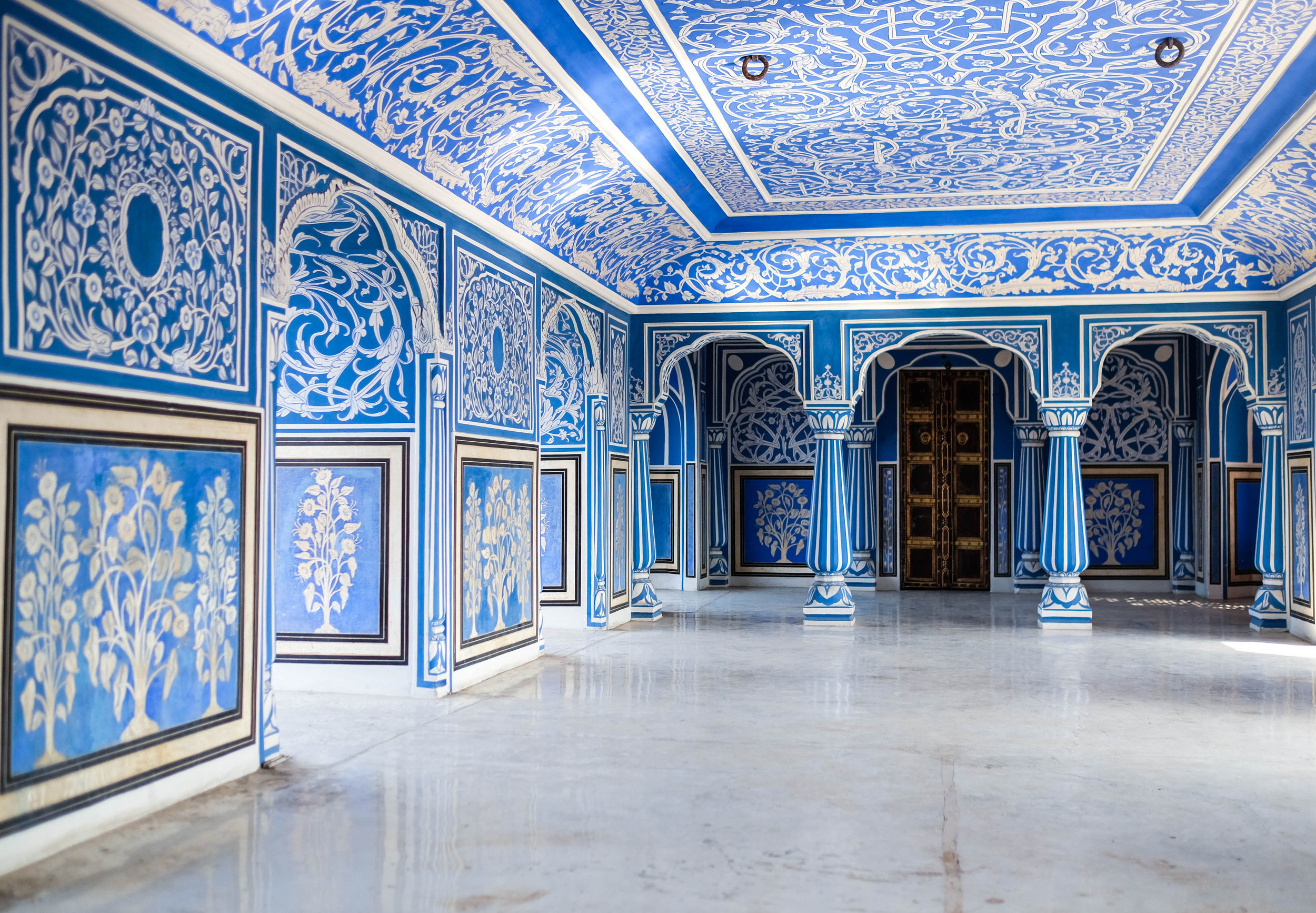 Private candlelit dinner in the Blue Room, Jaipur City Palace.