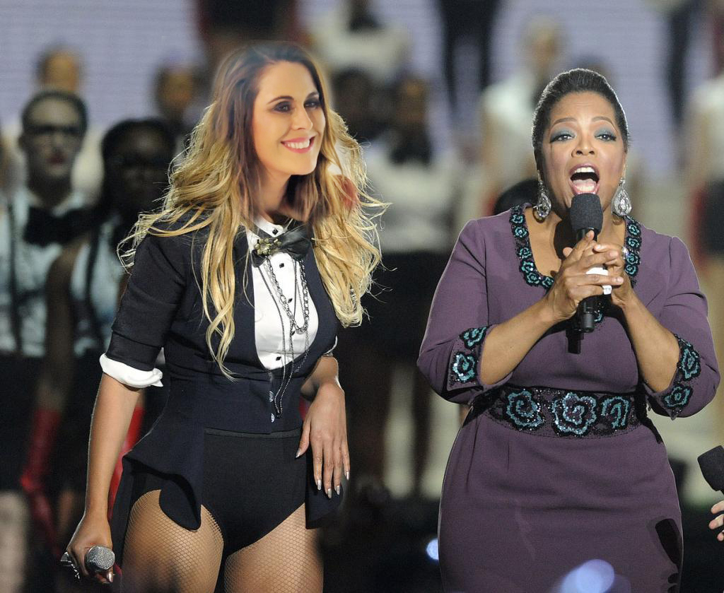 """Angela Stone got the best karmic gift ever- she was able to perform with her idol Oprah Winfrey in a special Oprah reunion show. """"Isn't this woman amazing?? Isn't this woman big??"""" Oprah exclaimed to the crowd. Angela simply smiled that signature Angela smile."""