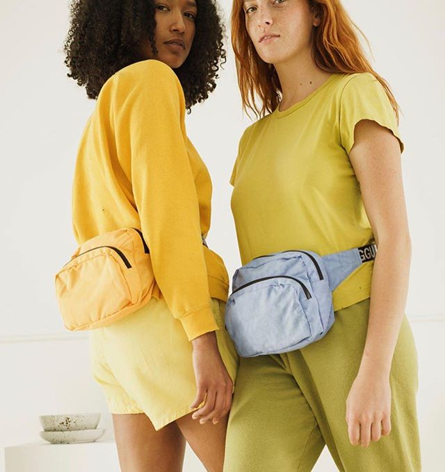 🌞Baggu goods and fanny packs are finally in! So excited to have a roomy all in one bag (which will look like a regular bag on me cuz I'm tiny). Do you think bumbags have recently turned daggy to cool, or were they always cool? 🤔😎