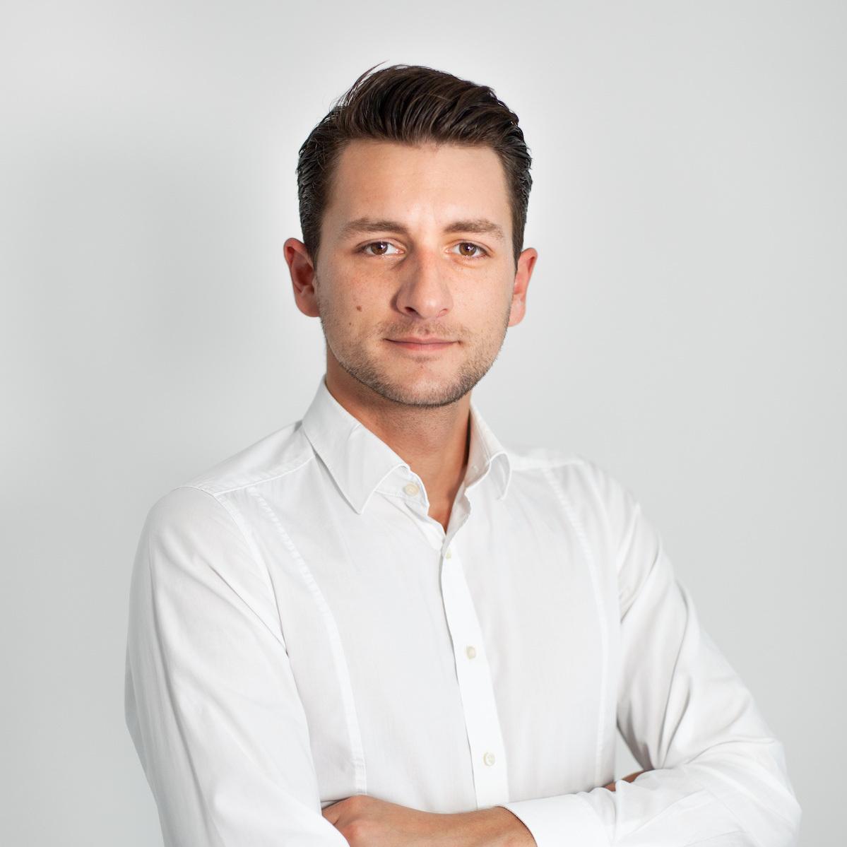 ALBINSINANI - Head of Marketing