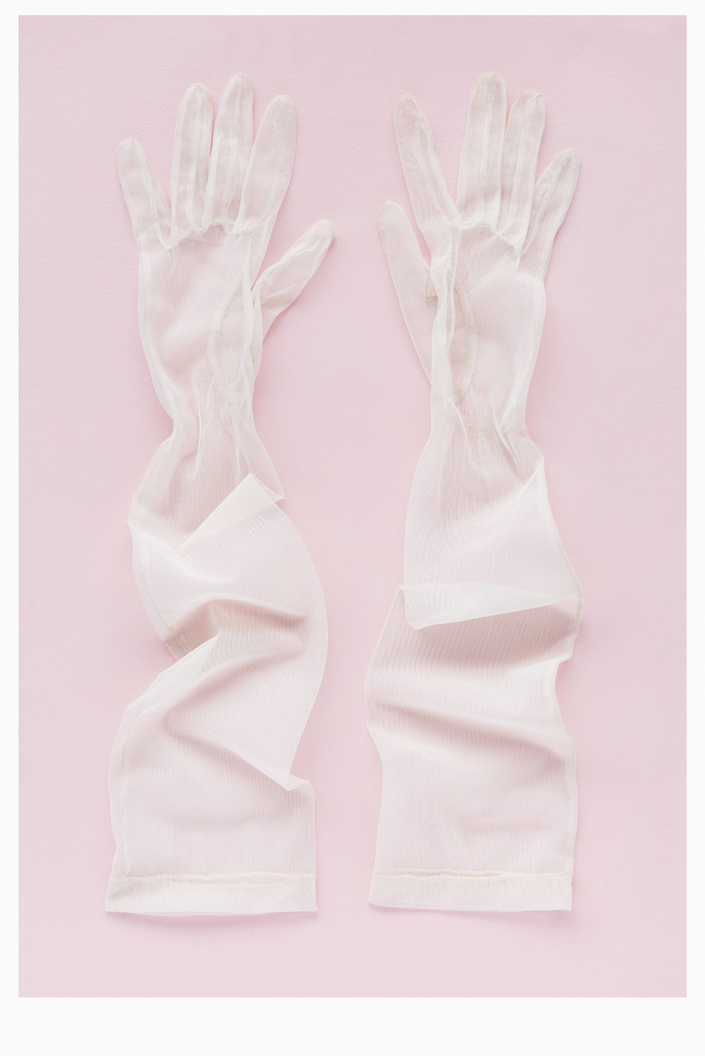 ATARAH_181007_Gloves_White_101_Br_RT_Web.jpg