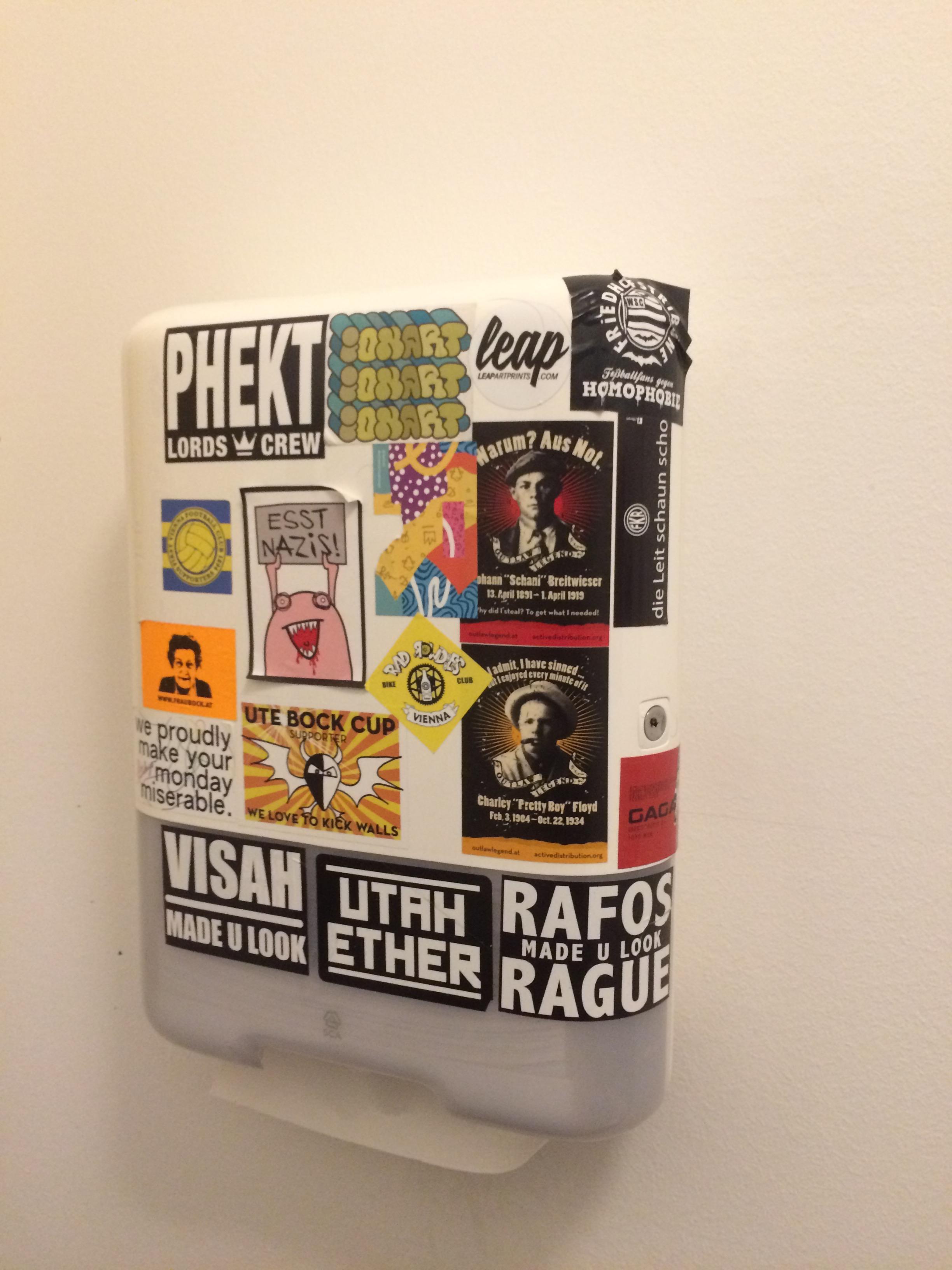 Paper towel dispenser in Gorilla Kitchen on Argentinierstrasse.