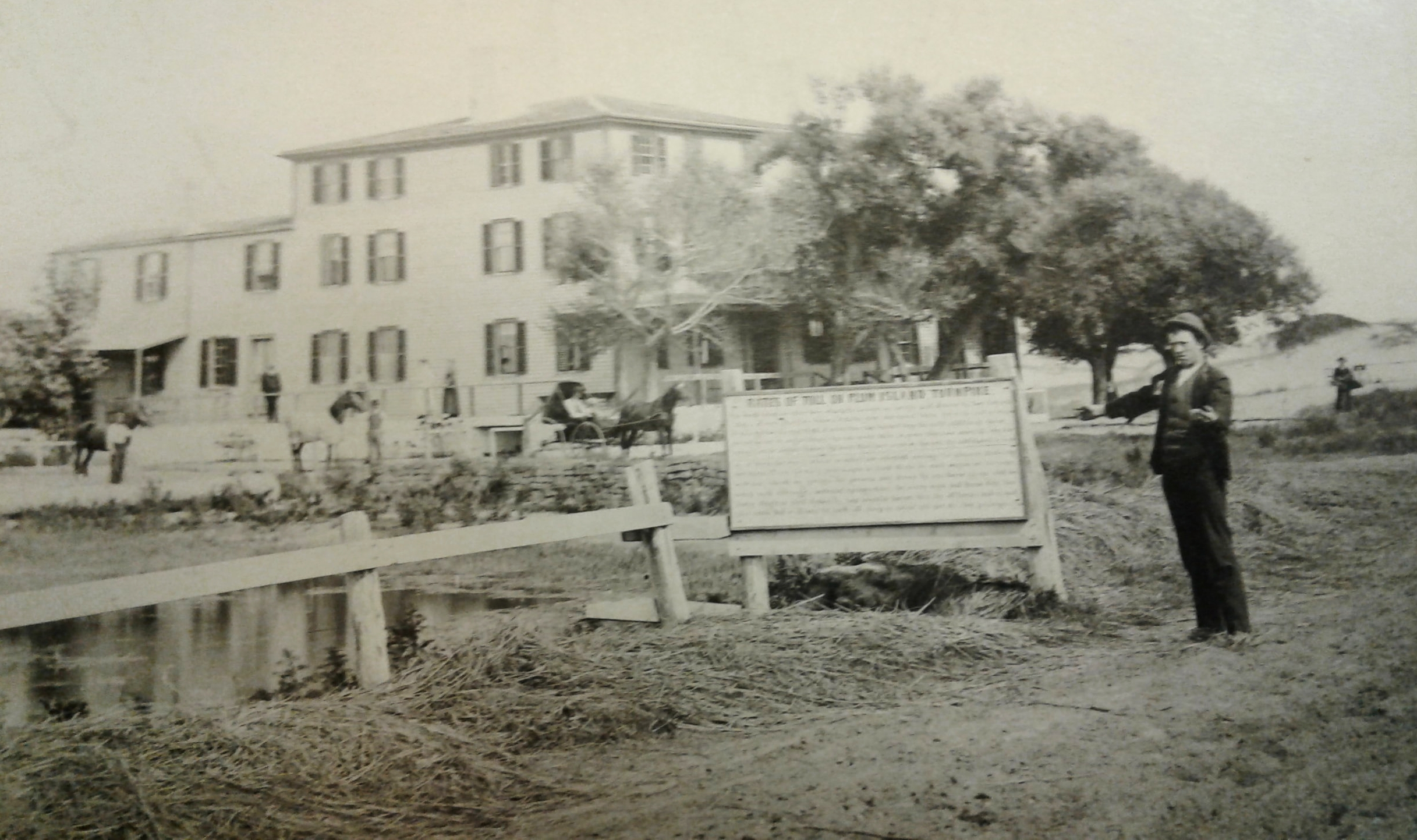 Postcard of the Plum Island Hotel and Turnpike, Curtesy of the Newburyport Public Library Archival Center.