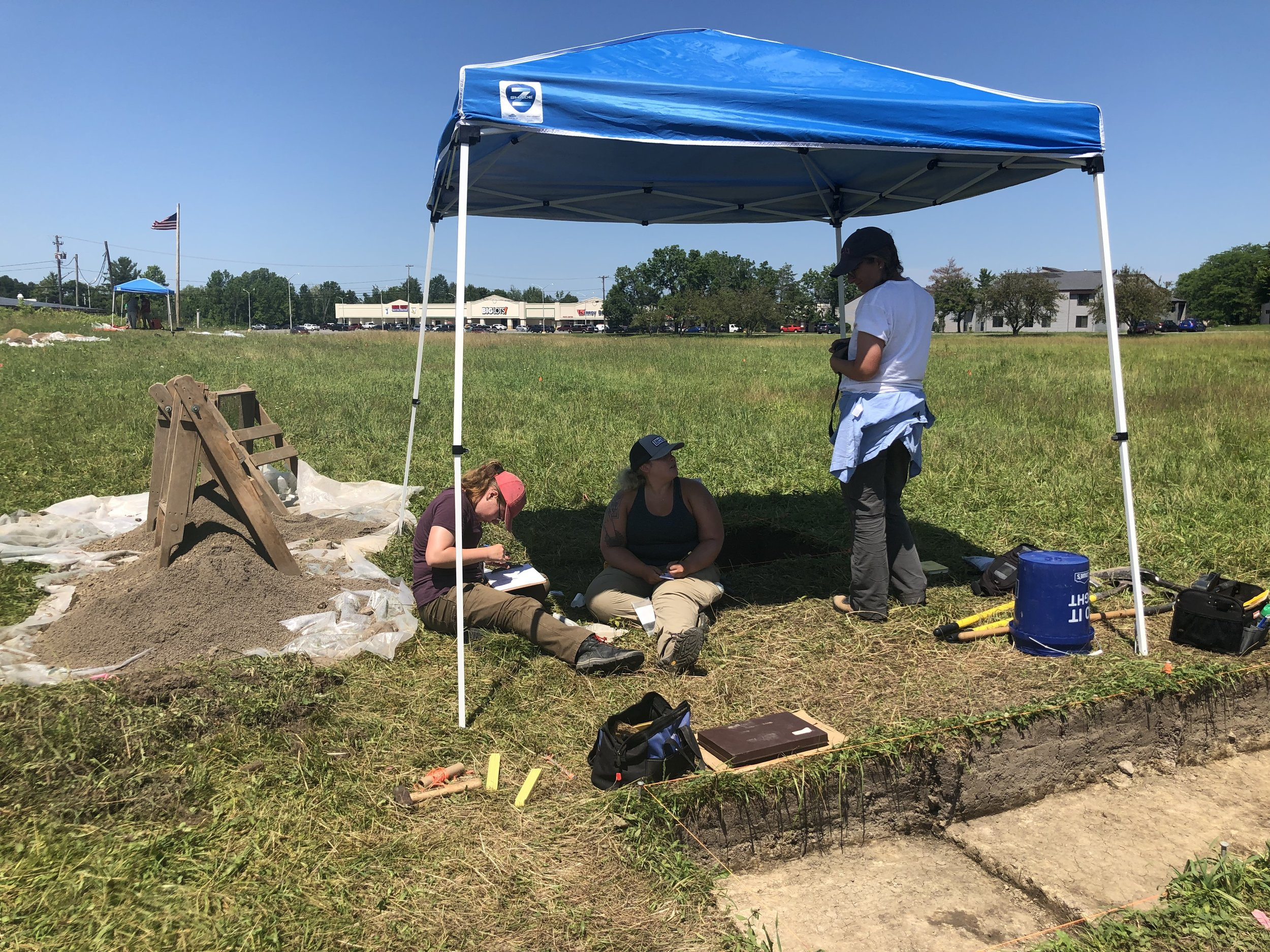 Dr. Kruzcek-Aaron speaks with SUNY Potsdam archaeology students Emily Willis, senior, and Tara Stern, junior, during the second-to-last day of the Camp Union dig. (Photo credit: Nicole Roché)