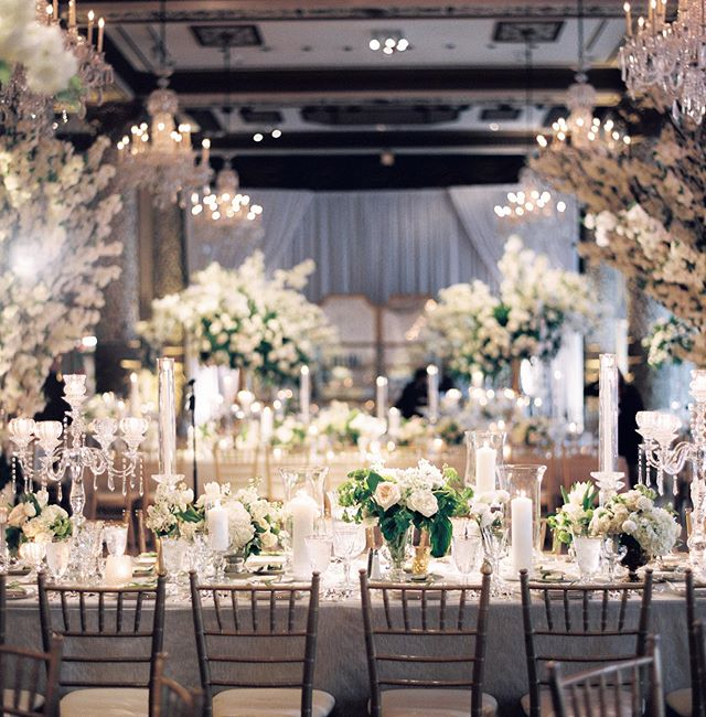 We love a layered look of design. XO #blissweddingsandevents #chicagobride #chicagowedding  Planning and event design @blisschicago  Floral design and production @lushflowerschicago Photo @kristinlavoiephoto