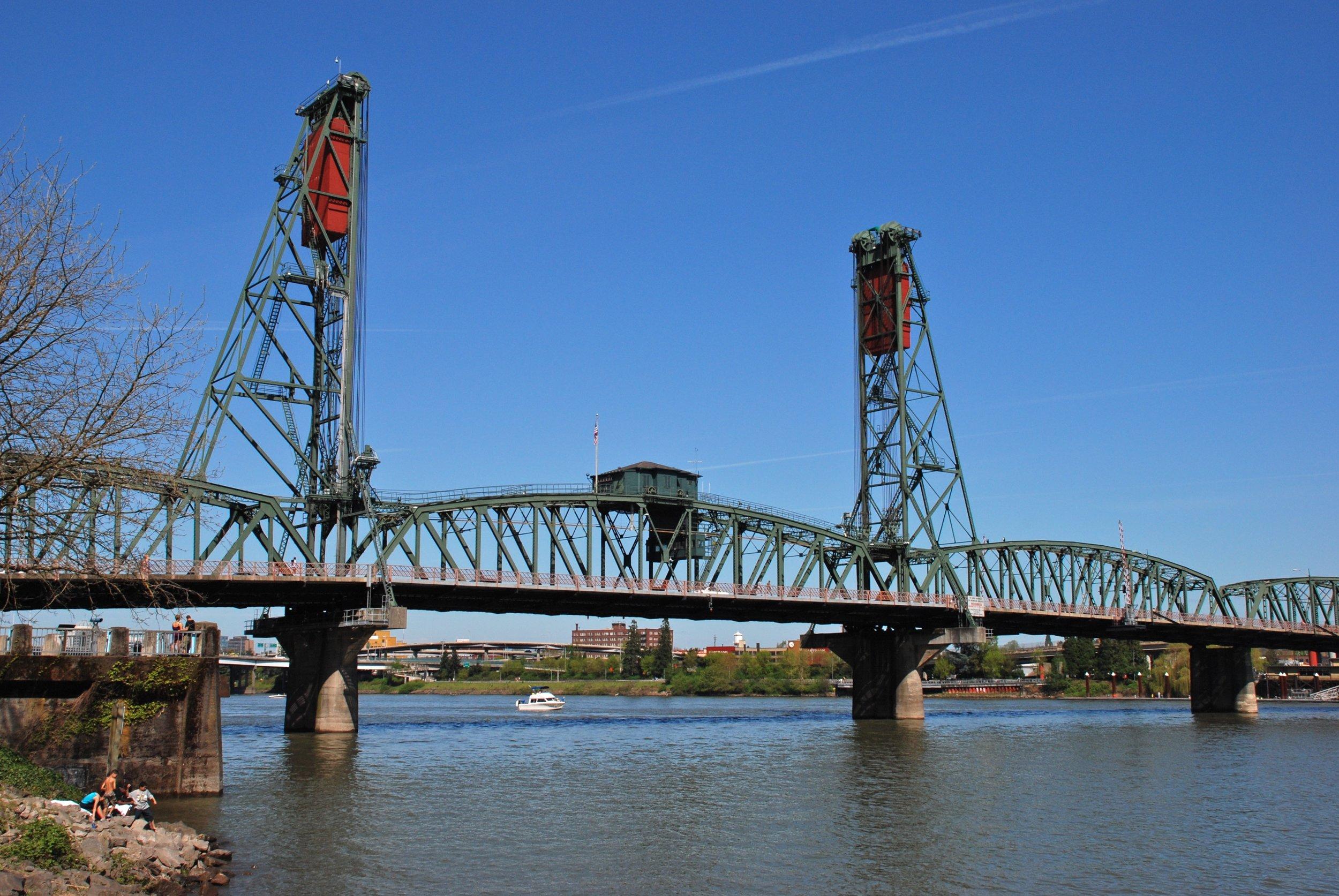 Hawthorne_Bridge_(Portland,_Oregon)_from_southwest,_2012.jpg