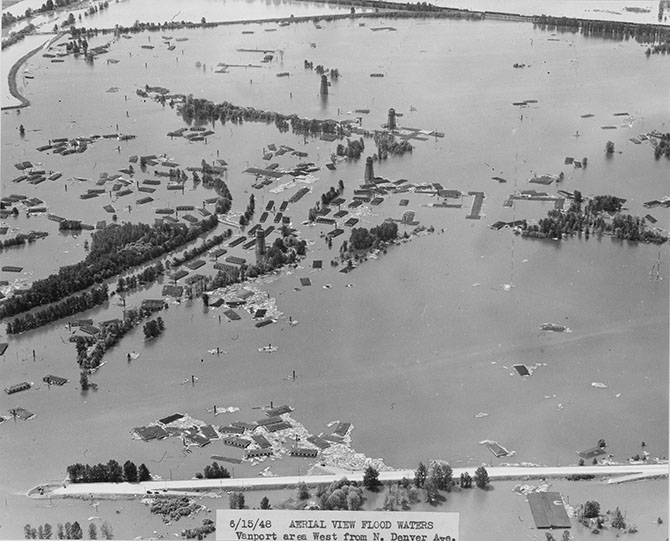 1948 Jun 15_Aerial view flood waters Vanport area west from N Denver Ave_A1999-004.1138.jpg