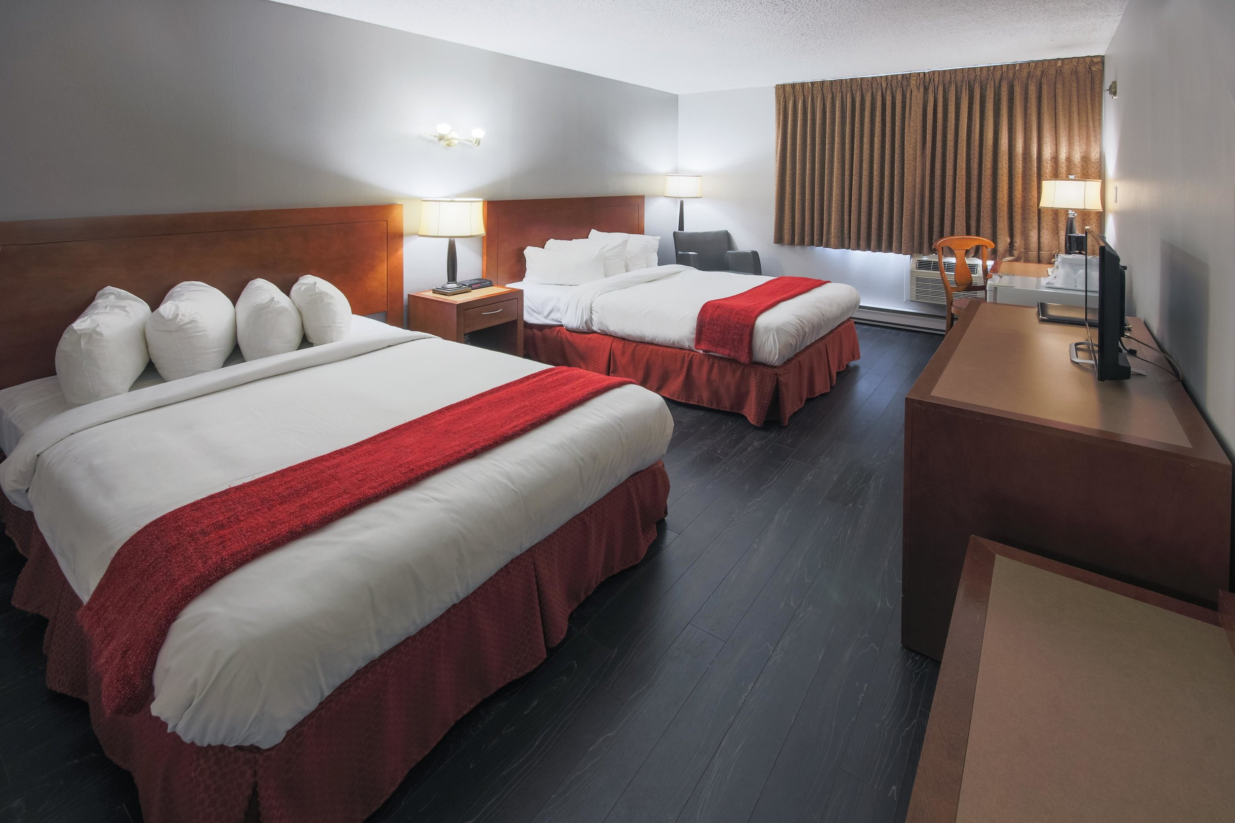 business-2-double-beds-2.jpg
