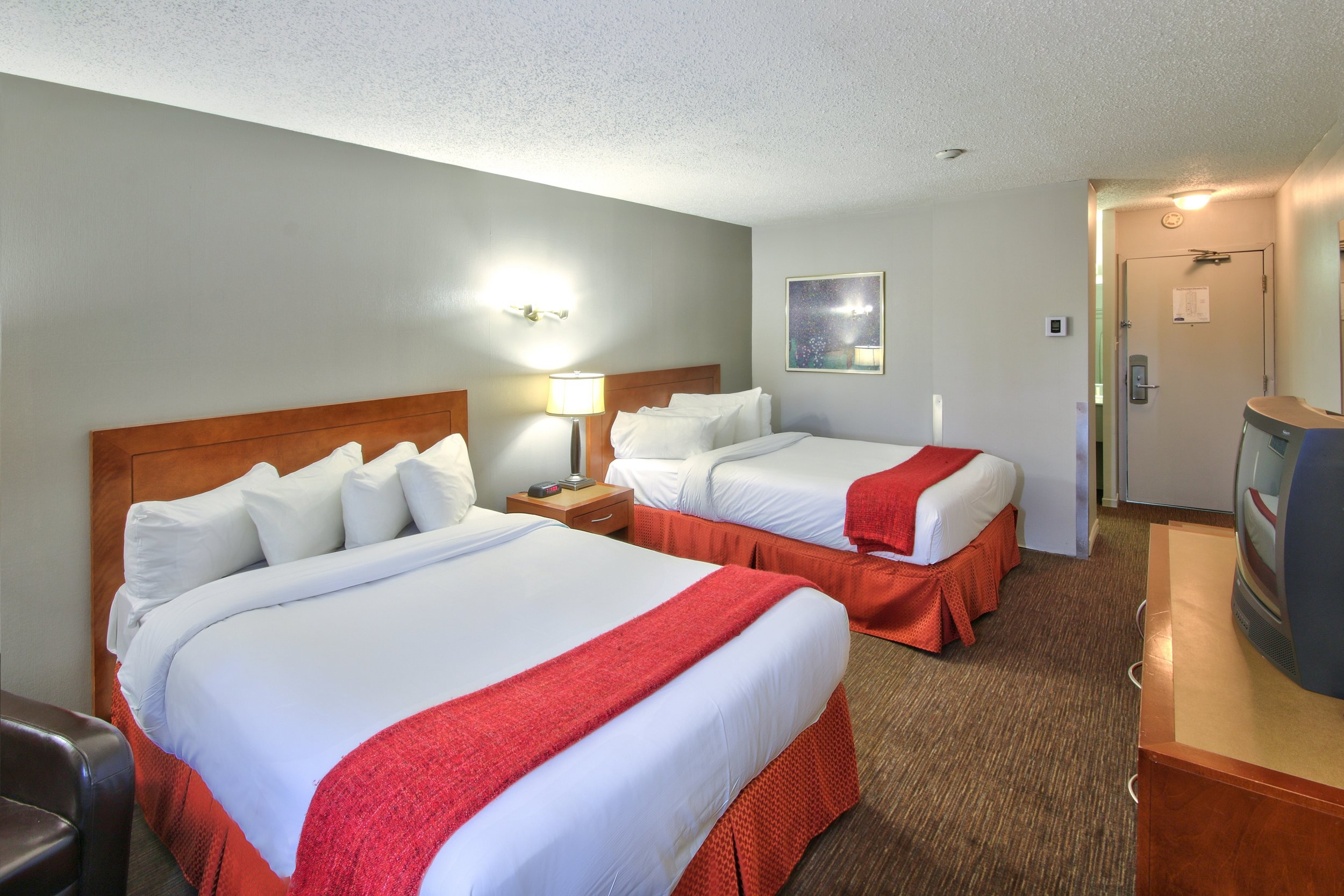 business-2-double-beds-1.jpg