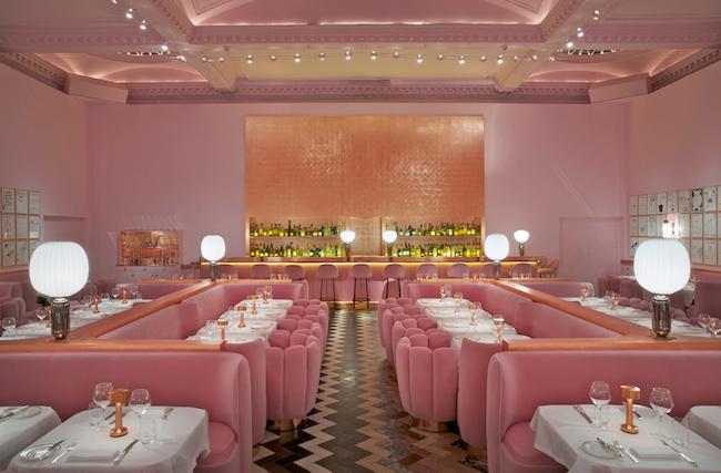Men mindre kan også gøre det - en væg og træværket, som på  Melbournes restaurant Entrecot