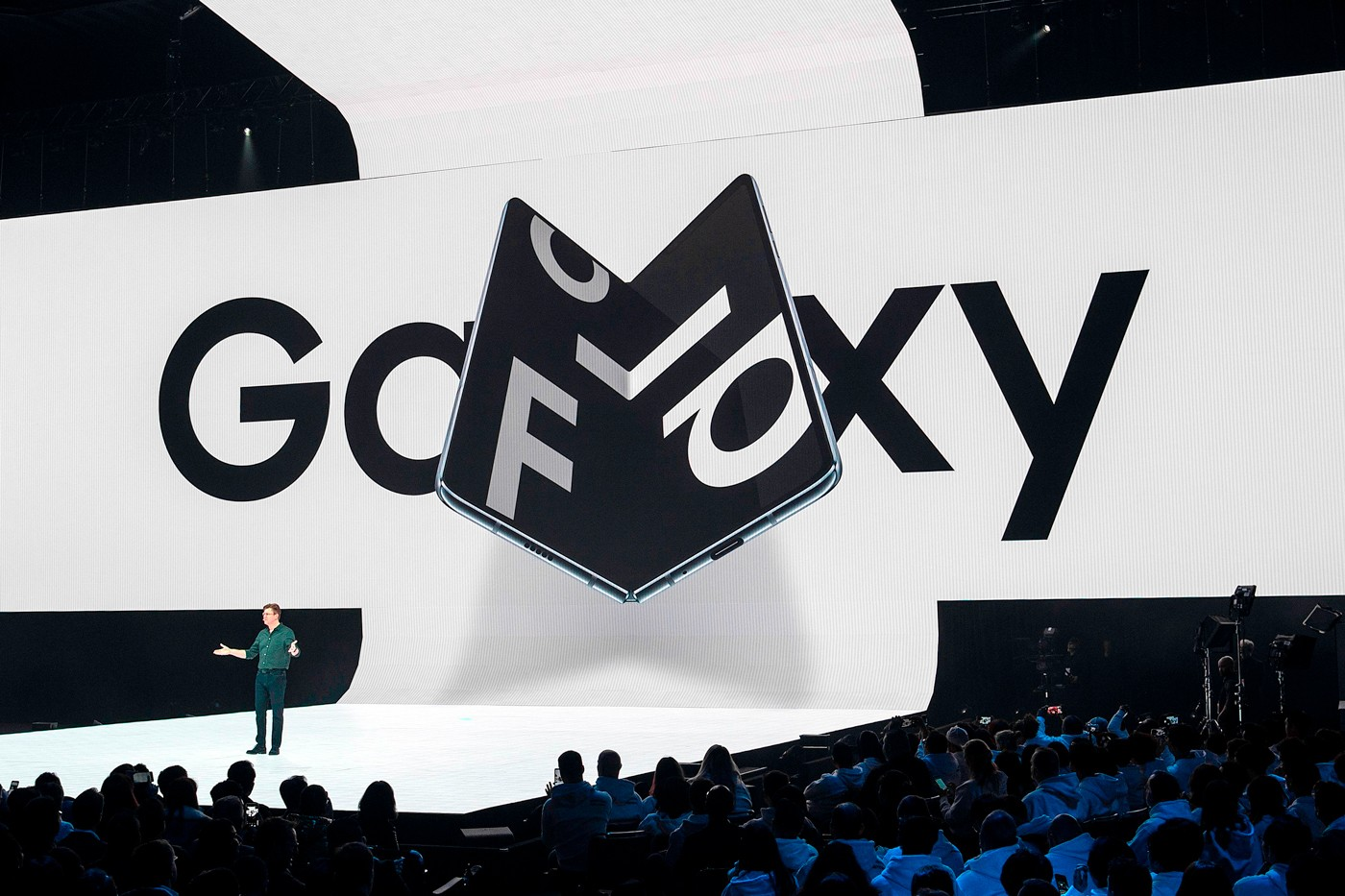 https___hypebeast.com_image_2019_04_samsung-galaxy-fold-pre-orders-today-001.jpg