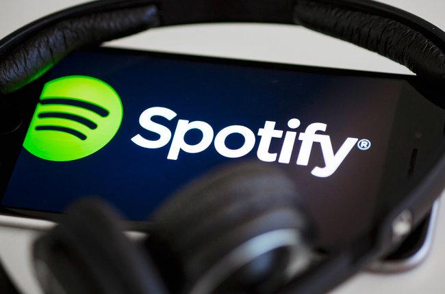spotify-headphones-logo-app-phone-2019-billboard-1548.jpg