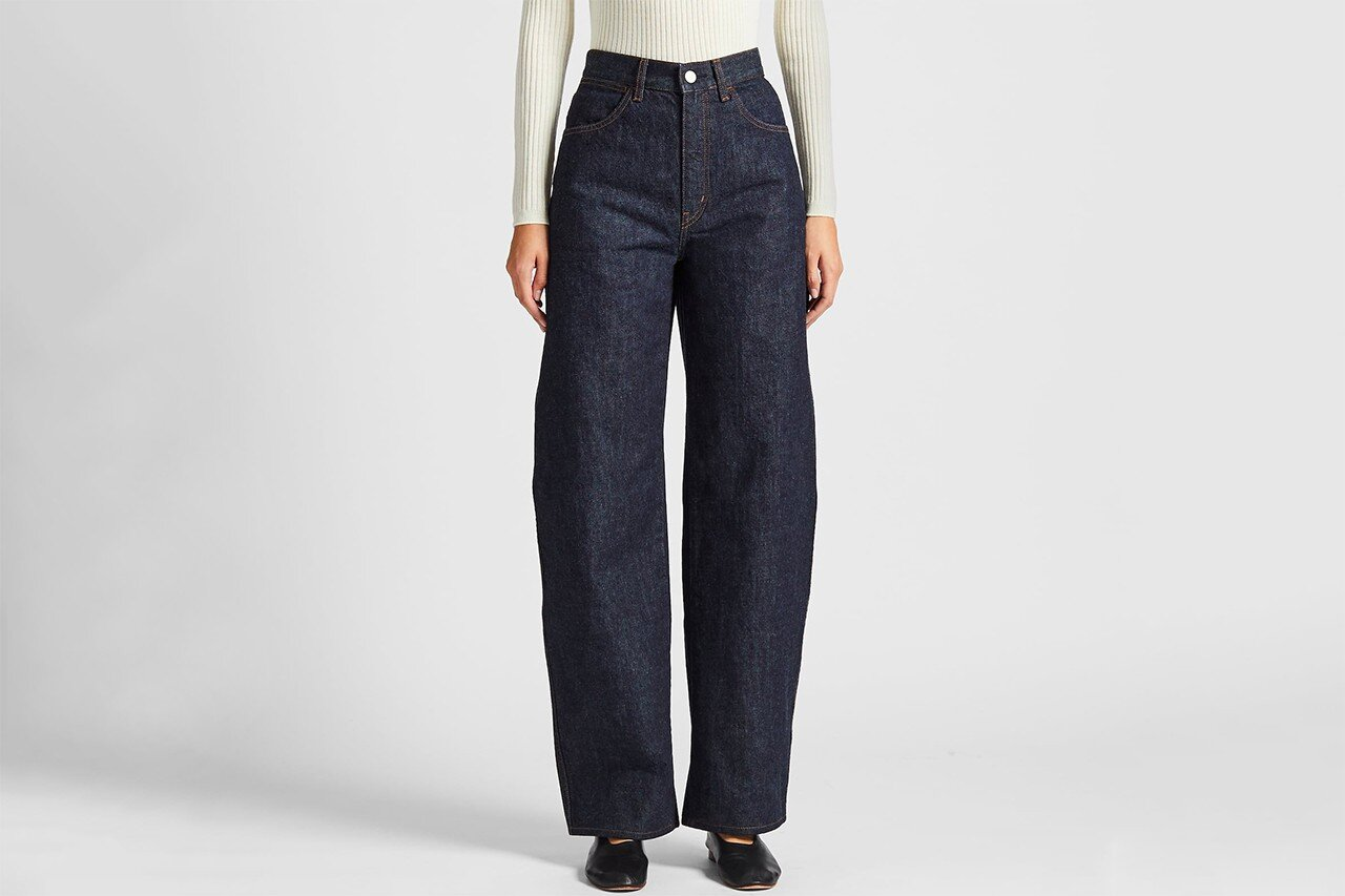https___hypebeast.com_wp-content_blogs.dir_6_files_2019_11_uniqlo-u-wide-fit-curved-jeans-indigo-blue-christophe-lemaire-review-price-1.jpg
