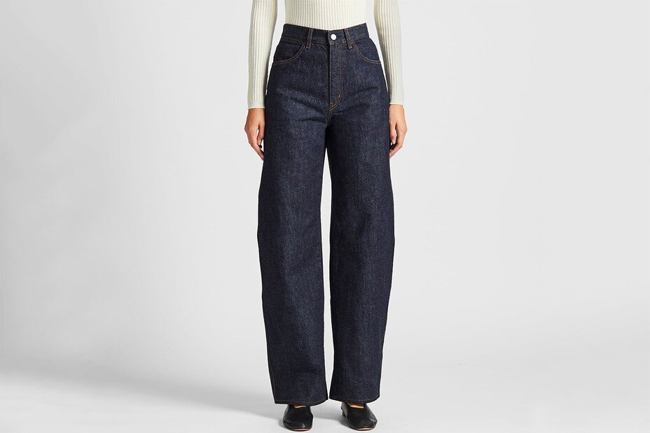 https___bae.hypebeast.com_files_2019_11_uniqlo-u-wide-fit-curved-jeans-indigo-blue-christophe-lemaire-review-price-1-1.jpg