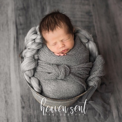 Head full of hair 😍  #newbornphotographer #sheldoniowa #northwestiowaphotographer #siouxfallssouthdakota #siouxcityiowa #fineart #printyourphotos #customportraits #colorful #vibrant #color #childphotographer #newborn #professionalphotographer #portraitartist #iowaphotographer  #studiophotography #studio #thestudi