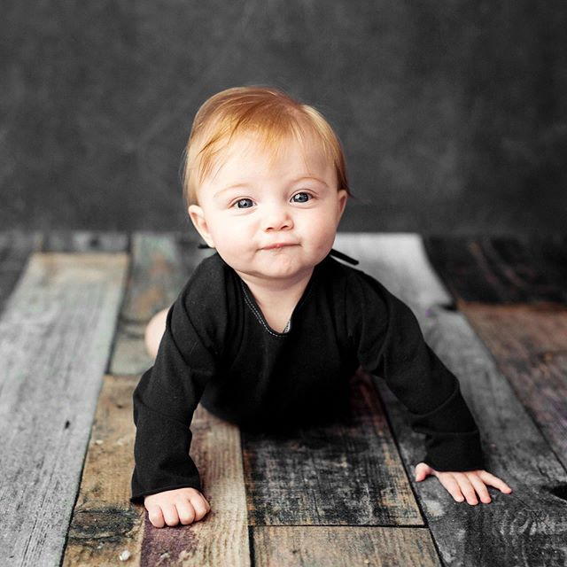 Steel eyes 🖤  #6monthold #sittersession #sittingup #sobig #studiosession  #sheldoniowa #northwestiowaphotographer #siouxfallssouthdakota #siouxcityiowa #fineart #printyourphotos #customportraits #colorful #vibrant #color #childphotographer #portraitartist #professionalphotographer #portraitartist #iowaphotographer  #studiophotography #studio #thestudio