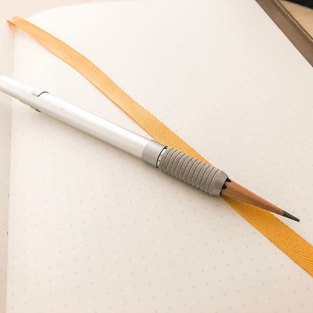 Today's writing utensil: the Staedtler 900 25 stub holder with a @blackwing 33 1/3 stub inside. I don't *love* the Pearl core, but for some reason I loved this pencil. I actually had forgotten it had the Balanced (Pearl) core and started using it, and it felt great on this @baronfig paper. #stationery #pencils #blackwing #baronfig