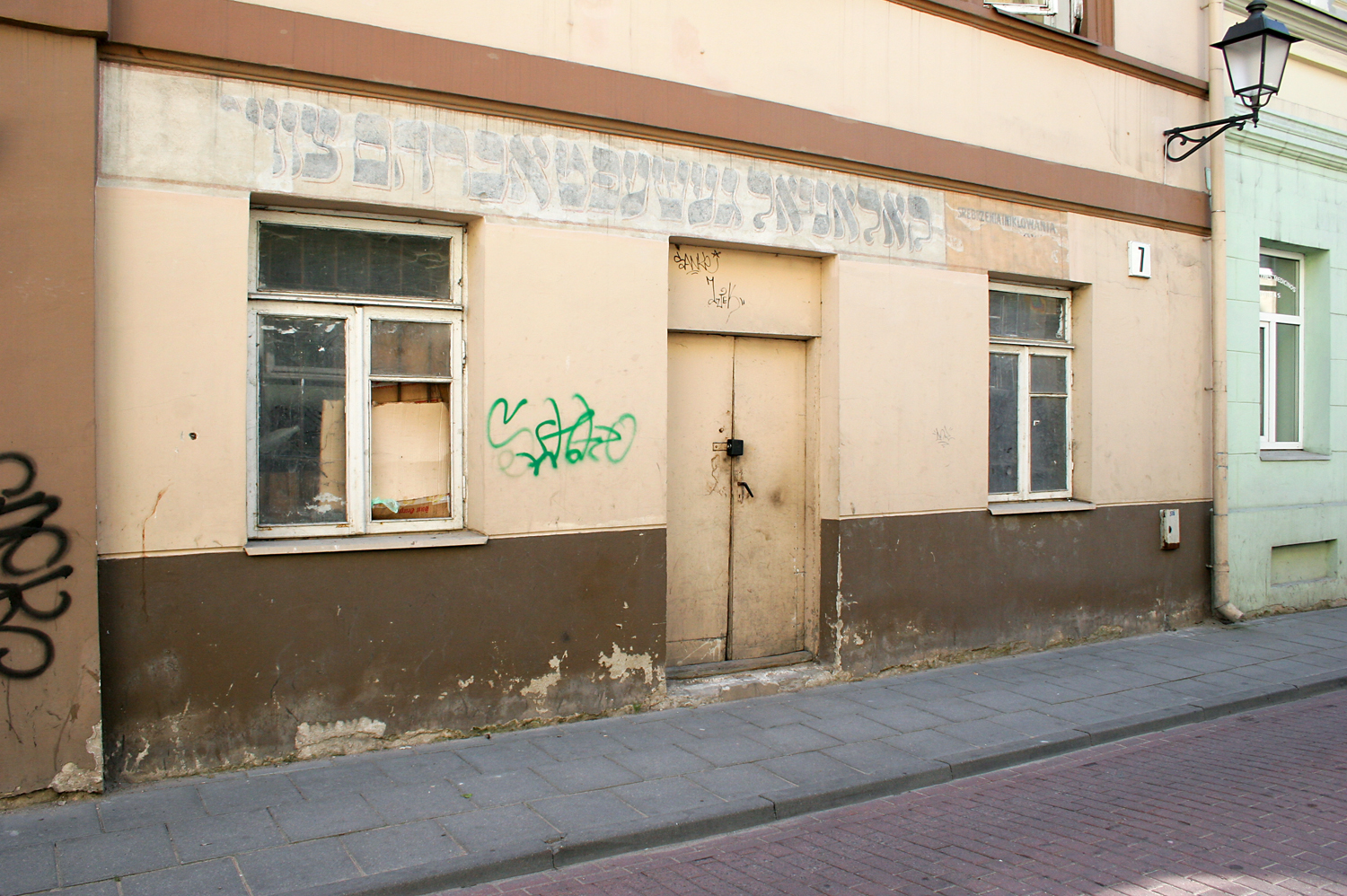 """Colonial Store Abraham Zvi"" (translated from the Yiddish), in Vilnius"