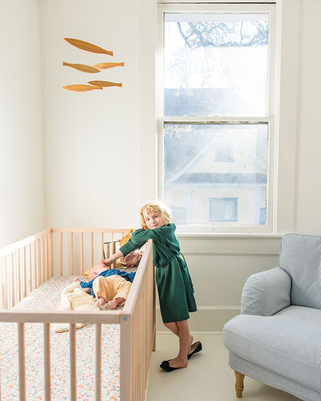 Grace LOVES being a big sister. And I love having a nursery for the first time, especially in this morning sunlight! Grace's dress by @Caramellondon, Juliette slippers by @petiteplumesleepwear and mobile by Flensted.