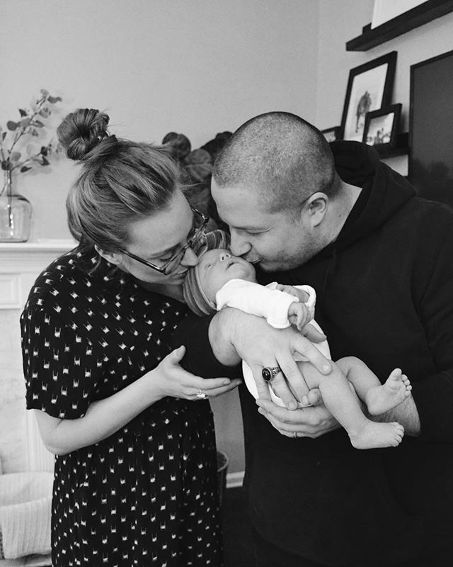 One month in and this whole parenthood thing is way better than I could have imagined. 🖤 📷:@mallorydarcy