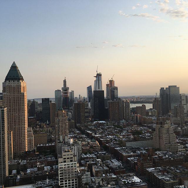 We ❤️ NYC. #newyork #beautiful #allthewayup