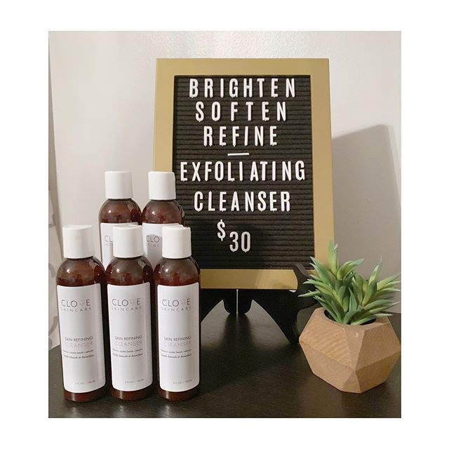 Skin Refining Cleanser is the perfect exfoliating cleanser using 100% natural & biodegradable Jojoba Beads to gently polish the skin for a smoother, brighter complexion.