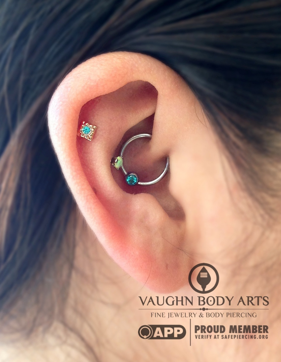 """Faux snug piercing with an 18k yellow gold and mint green cz """"Kira"""" end from Anatometal."""