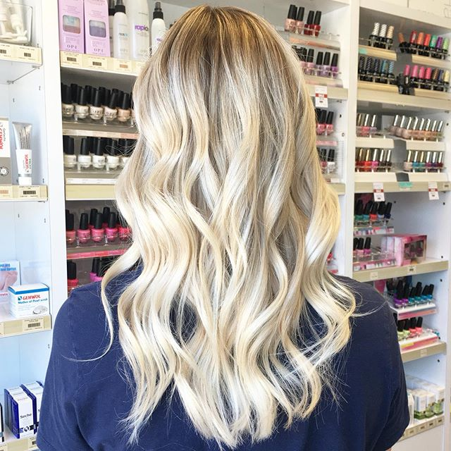 ⭐️ She's bright like glitter and bubbly like champagne 🍾  Click book on my profile to schedule an appointment with me. New clients must arrange a consultation first. No DMs for bookings or inquiries.  #hairbytien #hhstudio #hellohairstudio #schwarzkopfcan #schwarzko pfusa #schwarzkopfpro #schwarzkopf #modernsalon #behindthechairstylist #hotonbeauty #citiesbesthairstylist #citiesbesthairartists #bestofbalayage #hairdressersthatslay #burlington  #hairinspo #gradient