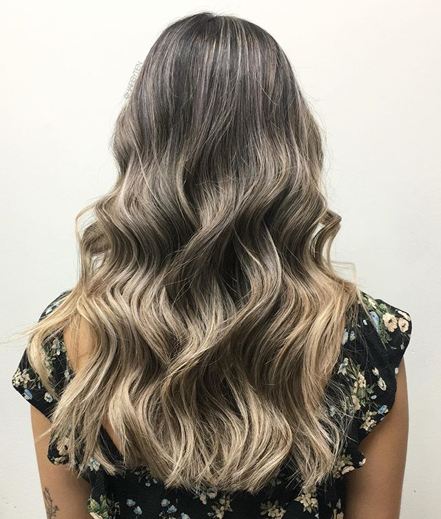 🍂 We're FALLn into the new season🍁  Click book on my profile to schedule an appointment with me. New clients must arrange a consultation first. No DMs for bookings or inquiries.  #hairbytien #hhstudio #hellohairstudio #schwarzkopfcan #schwarzkopfusa #schwarzkopfpro #schwarzkopf #modernsalon #behindthechairstylist #hotonbeauty #citiesbesthairstylist #citiesbesthairartists #bestofbalayage #hairdressersthatslay #burlington  #hairinspo #gradient