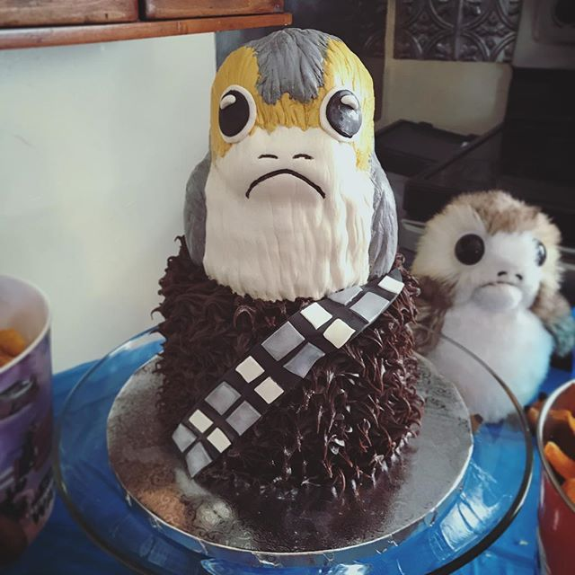 It's been awhile since I've done a sculpted cake. Loving my new fondant by @chocopan_by_cpmi. this #porg was almost too cute to eat!