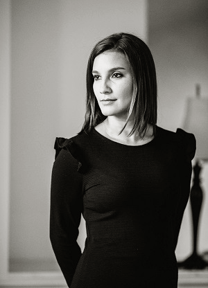 Laura Rodríguez Amador, Associate