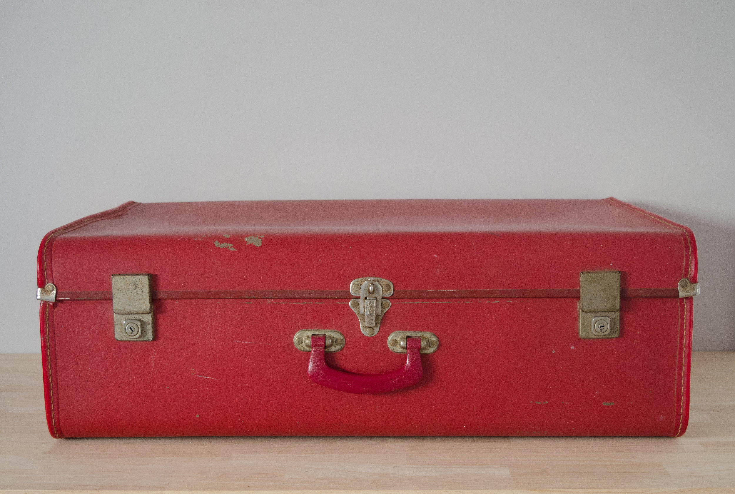 Abagail Suitcase - LARGE    $10.00 (3-day Hire)                                                  Quantity: 1