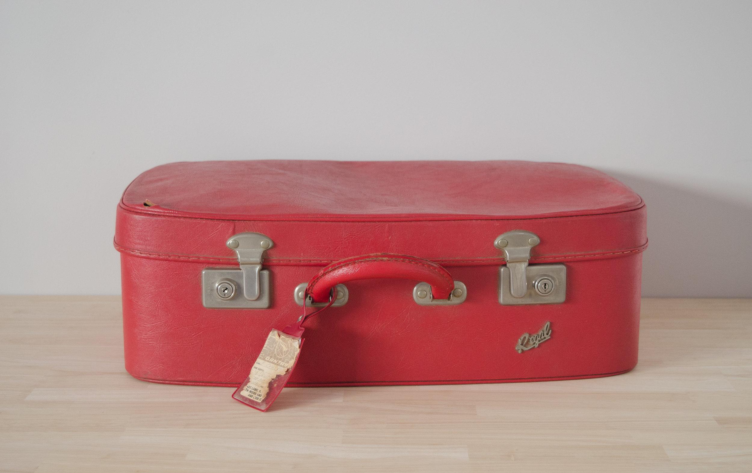 Abagail Suitcase - MEDIUM   $10.00 (3-day Hire)                                                  Quantity: 1