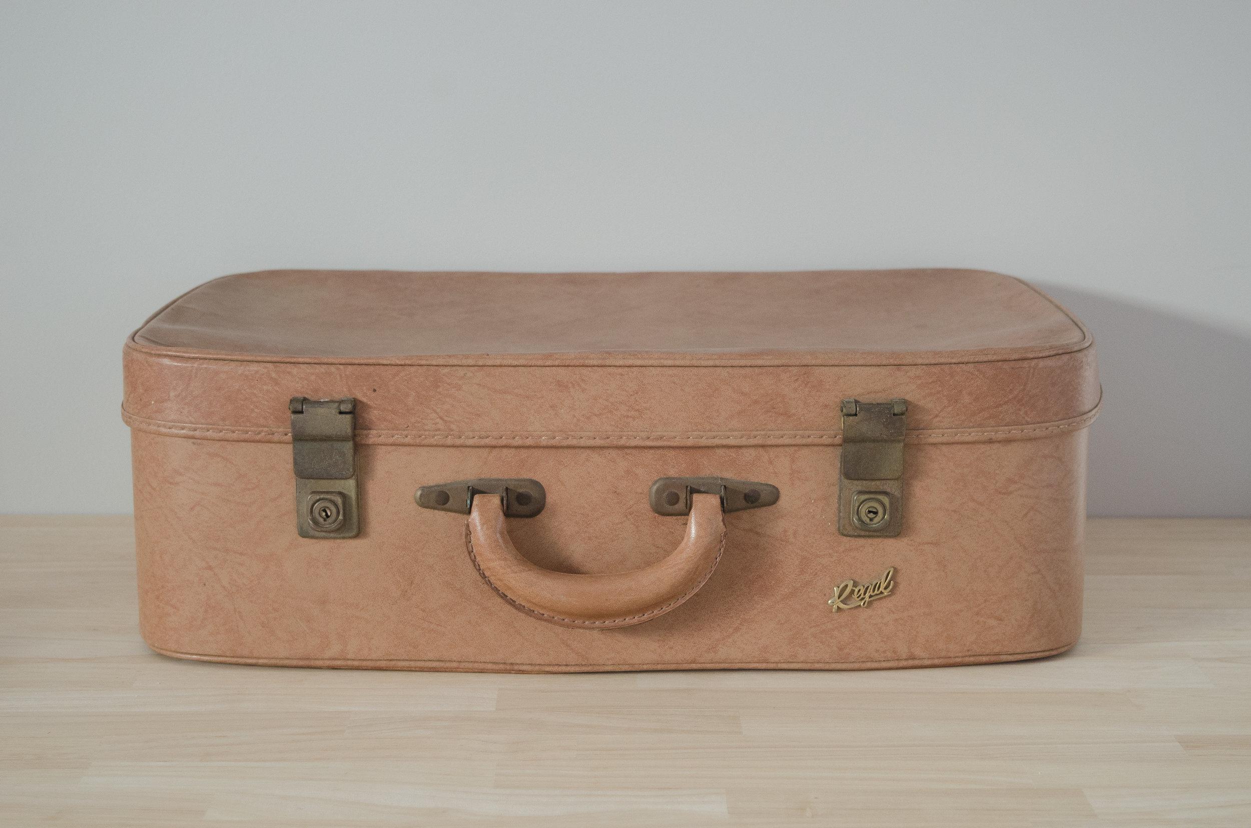 Caramel Suitcase - LARGE    $10.00 (3-day Hire)                                                  Quantity: 1